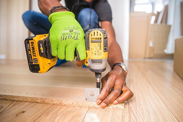Builder using impact driver